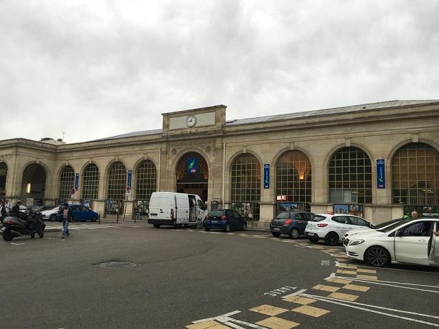 ヴェルサイユ リヴ ドロワッテ駅