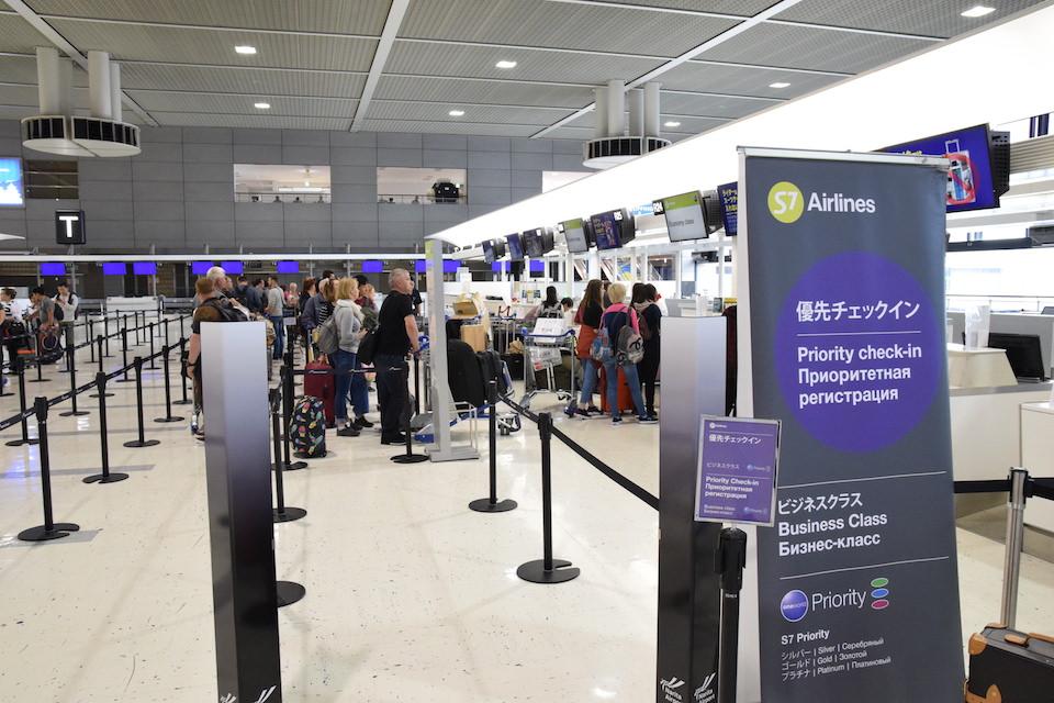 S7航空チェックインカウンター